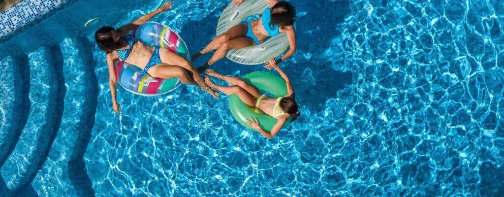 Come trattare l'acqua della piscina?