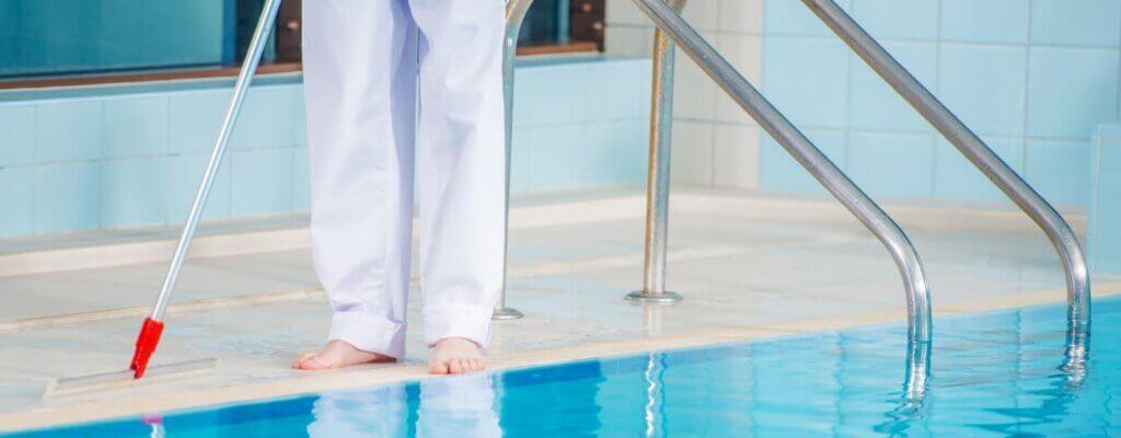 Gli strumenti necessari da utilizzare per una piscina